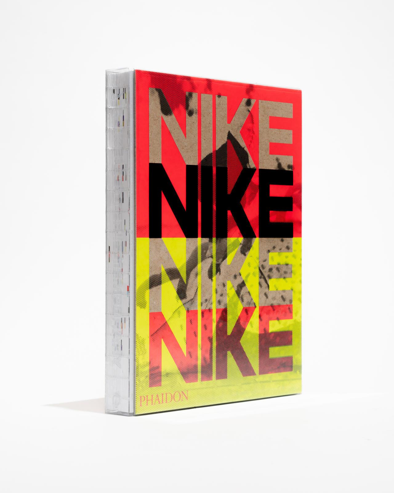 O livro abre com uma seção introdutória sobre Breaking2 e, em seguida, apresenta em cinco capítulos temáticos o foco da Nike em desempenho, expressão de marca, colaboração, design inclusivo e sustentabilidade.
